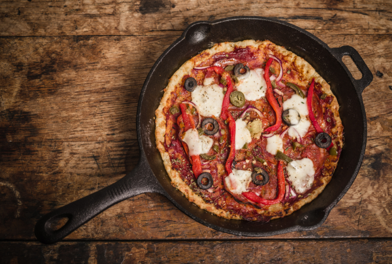 pizza bakken in een skillet